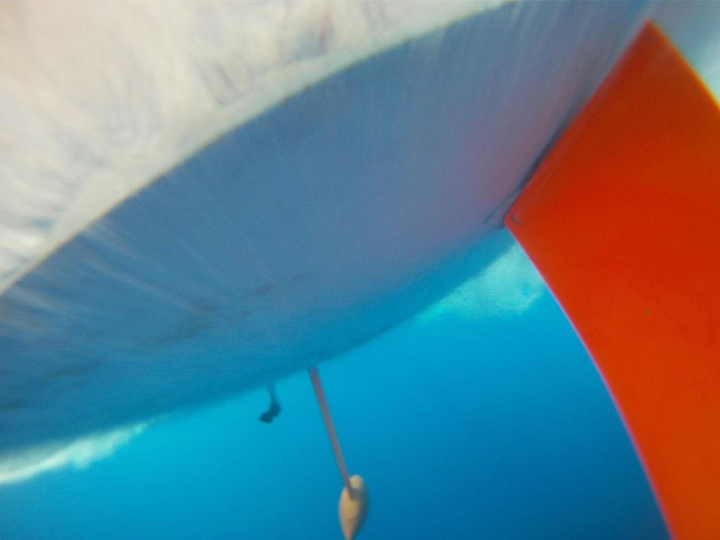 L'acqua di mare per il circuito di raffreddamento viene pescata dal gambo del saildrive