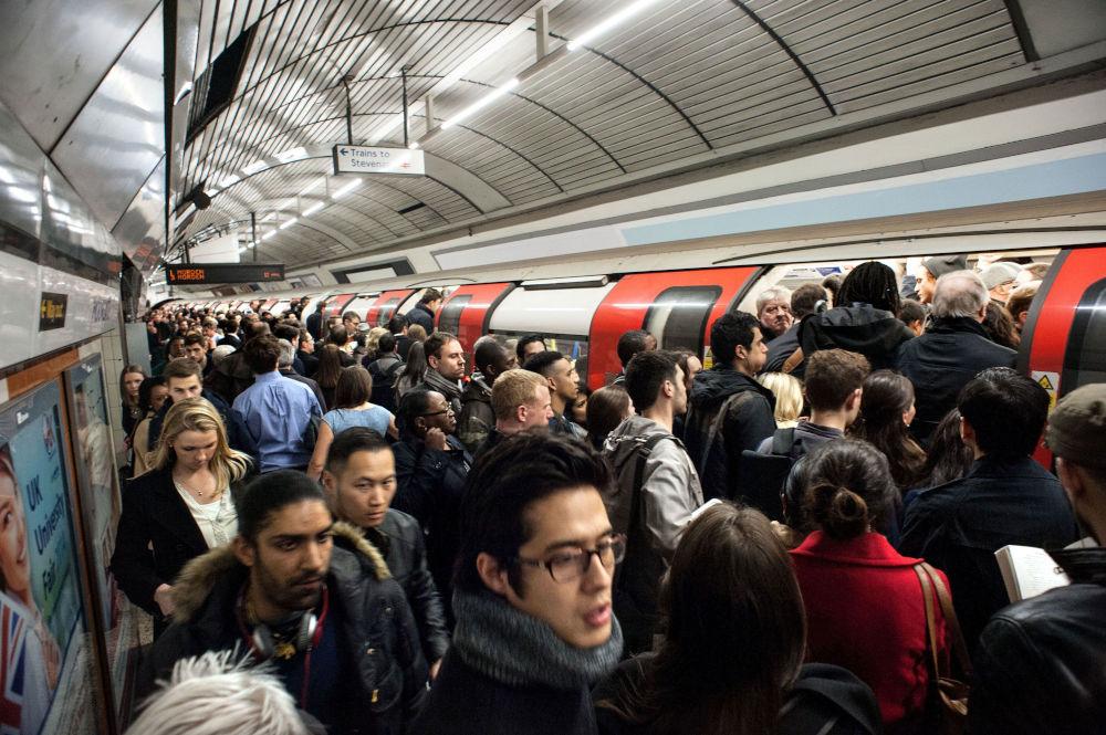 Isolamento ed introspezione - L'affolata metro di Londra