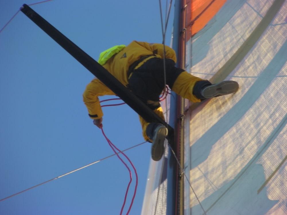 Global Ocean Race - Hugo Ramon costretto a districare cime impigliate