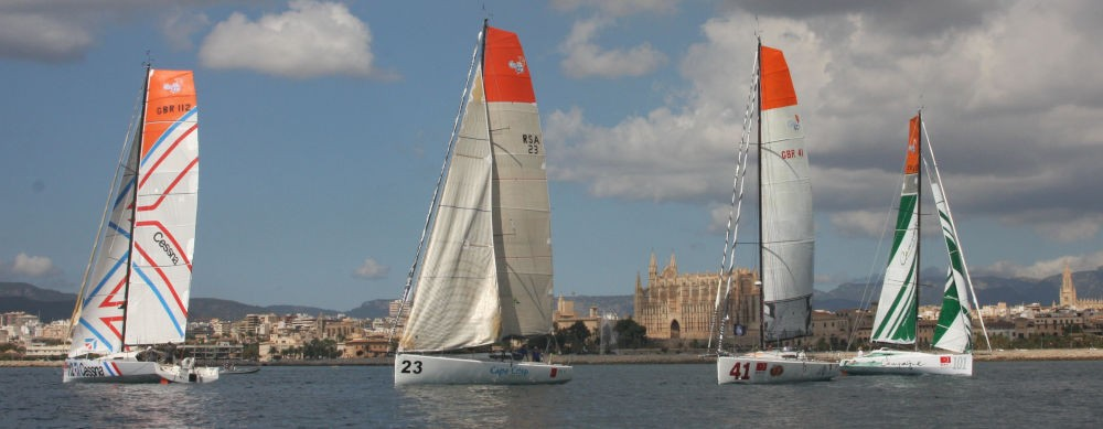 La partenza della Global Ocean Race 2011-2012 - Campagne de France Class40 a destra