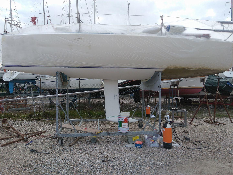 Fare carena alla barca - Inizio delle verniciatura con primer