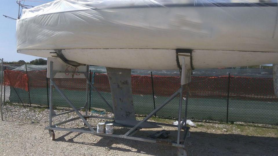 Fare carena alla barca - La barca portata a gelcoat prima della verniciatura