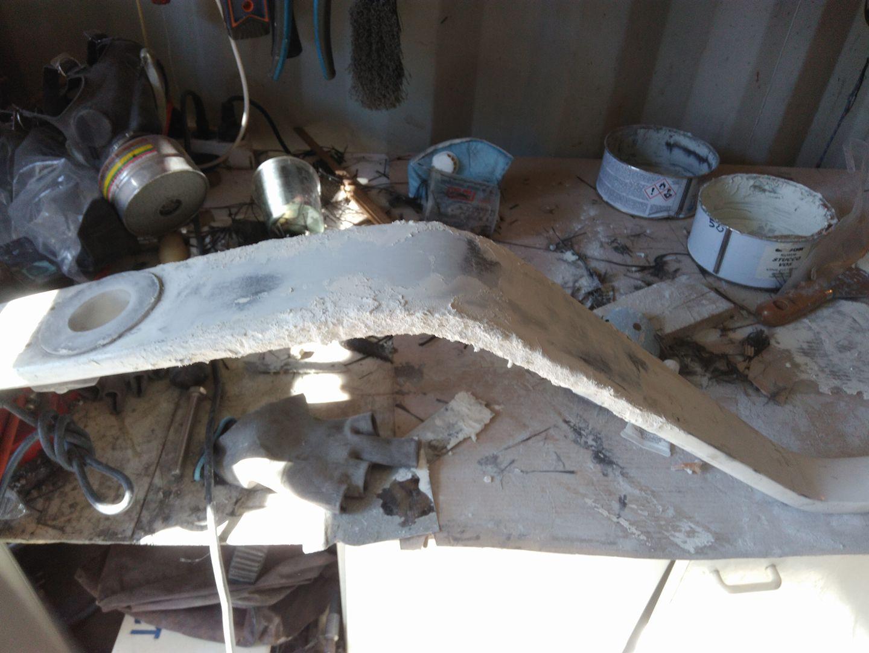 Lavori in barca - Stuccatura dopo la laminazione per le imperfezioni